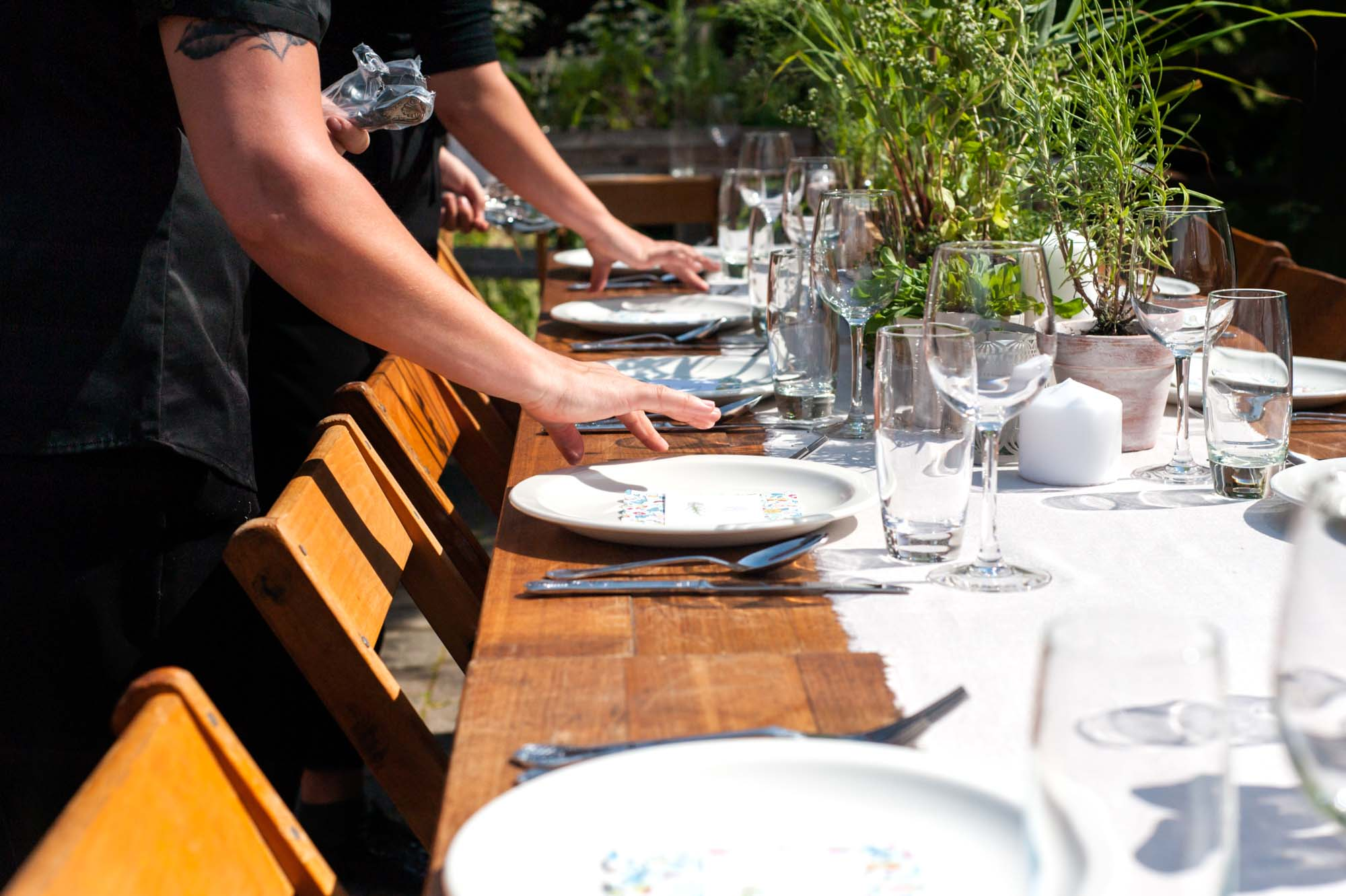 Laying wedding tables outdoors